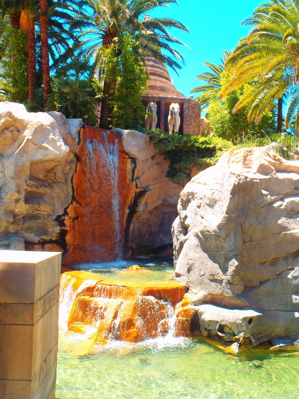 rock waterfall at Mandalay bay hotel