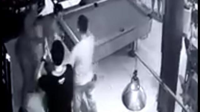 2 Anggota TNI Ditusuk di Tempat Billiard, Rekaman CCTV saat Kejadian Kini Beredar