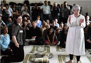 Imam wanita, masjid 'liberal' solat campur lelaki wanita