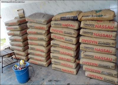 pilha de sacos de cimento