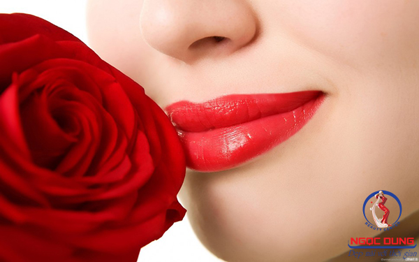 Bí quyết trị thâm môi trả lại làn môi hồng tươi tắn