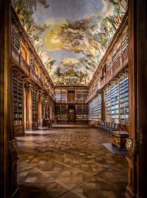 Sala filosófica, Biblioteca del Monasterio de Strahov :: Canon EOS5D MkIII | ISO800 | Canon 17-40@20mm | f/5.0 | 1/25s