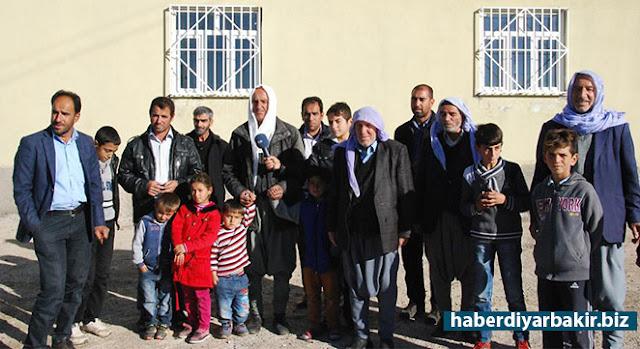 DİYARBAKIR-Diyarbakır'ın Çimenler köyünde, nüfuslarının artmasıyla birlikte yıllardır kullandıkları mera alanına ev kurmak zorunda kaldıklarını, ancak yasak olduğu gerekçesiyle evlerinin yıkılacağını söyleyen köy sakinleri, kararın durdurulmasını istedi.