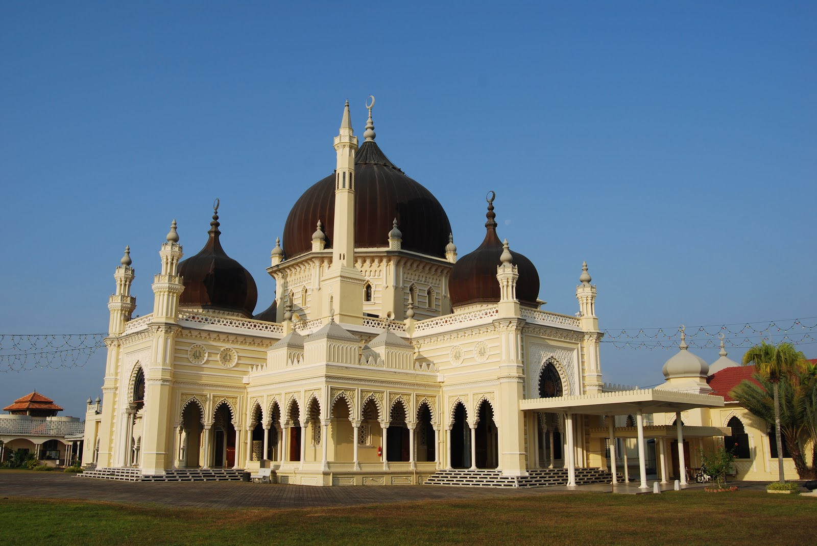 Mosque: Poison Apple: Top 10 Most Beautiful Mosques In Malaysia