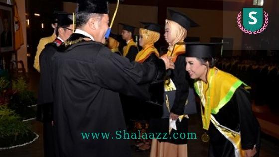 Persembahan Lulusan Terbaik Wisuda UNSOED Mengharukan