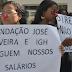 Funcionários protestam contra valor de salários pagos pela Fundação José Silveira