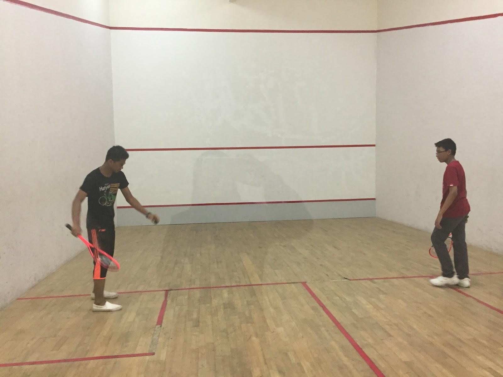 bermain squash