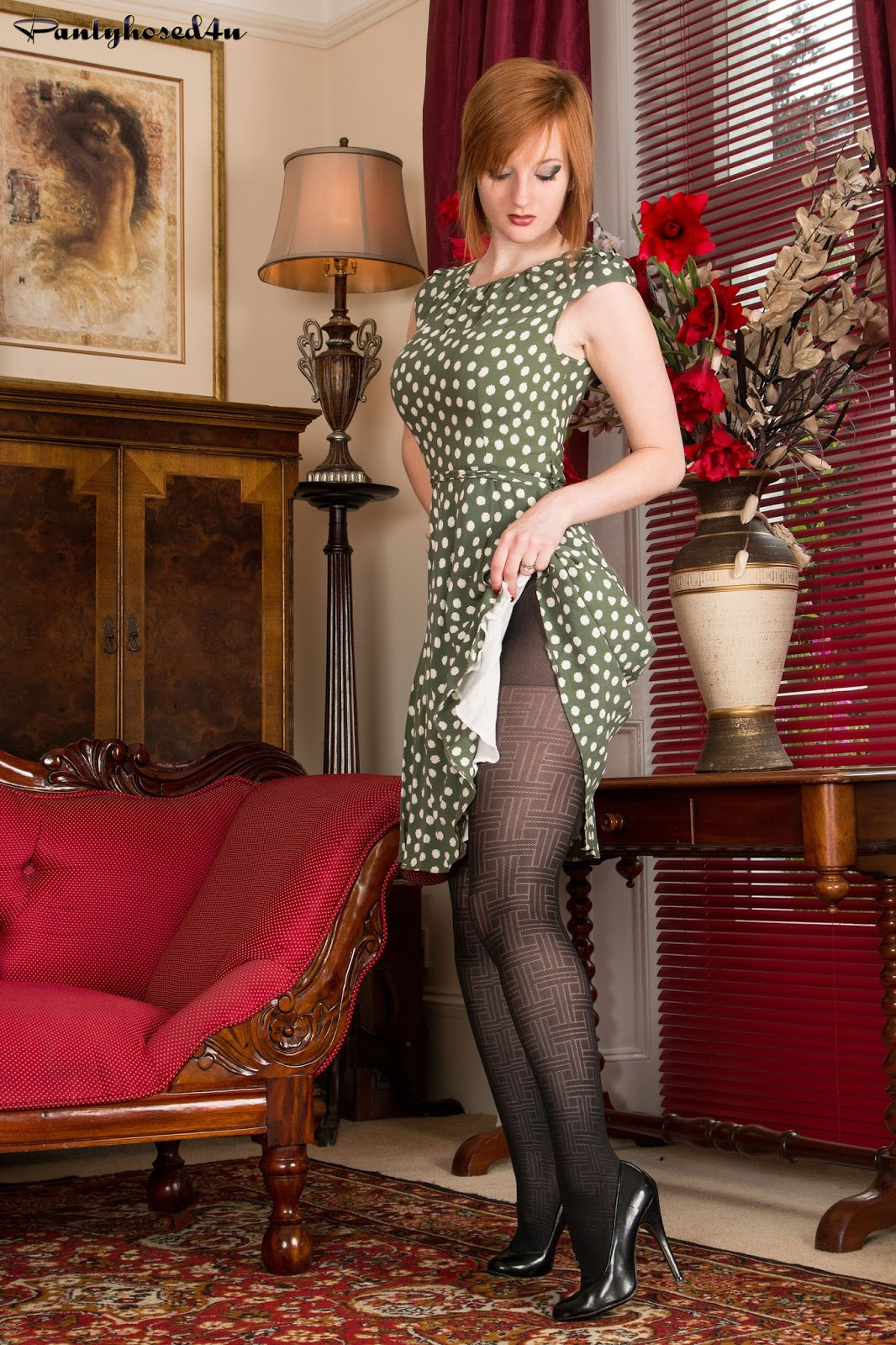 Nylon Goddess: Pantyhosed4U - Zara DuRose Fancy Me In