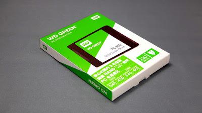 WDS120G1G0Aの箱