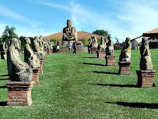 Corredor de Asanas na Entrada do Jardim das Esculturas, Júlio de Castilhos (RS)