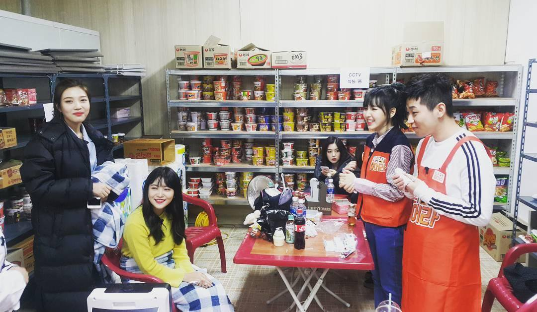 Sungjoyfamily: 170120 Raid The Convenience Store - Red