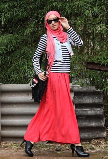 Tips Cantik Memadukan Jilbab dengan Warna Baju
