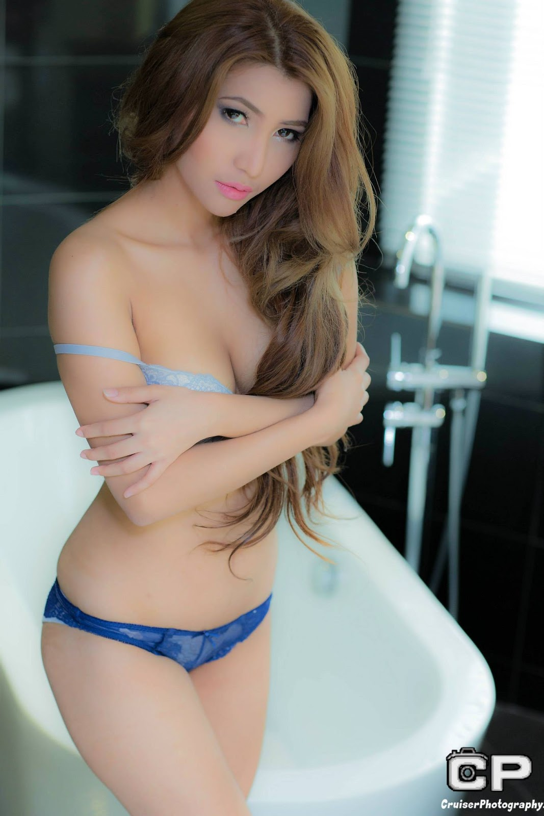 cristina oquias sexy topless pics 04