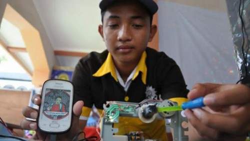 Charger ponsel buatan anak indonesia
