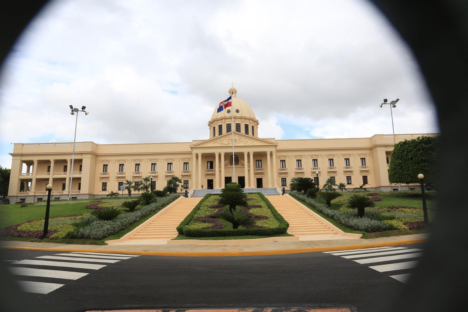 Presidente expresa pesar a monseñor Núñez Collado  por fallecimiento de su padre
