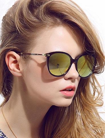 redondas o en forma \u0026quot;ojos de gato\u0026quot;, sofisticados y femeninos. Triunfan los modelos clásicos, preferidos por muchas mujeres de todas las edades.