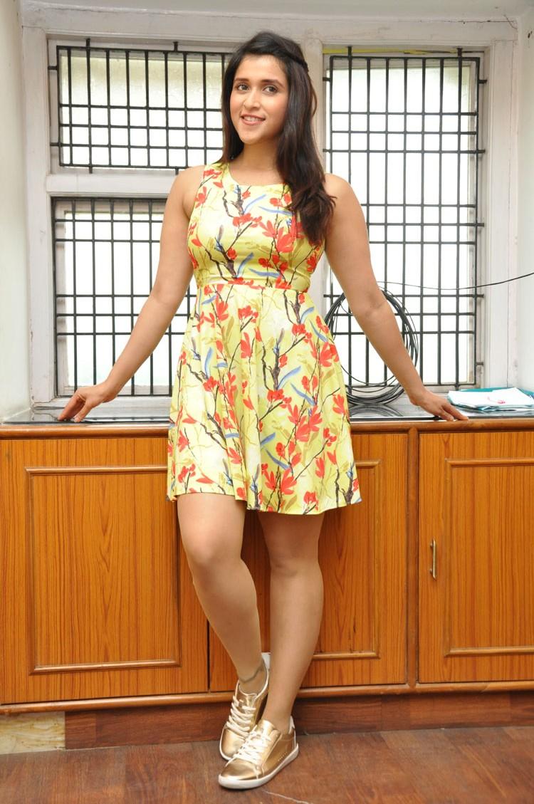Jakkanna fame Mannara Chopra photos gallery-HQ-Photo-5