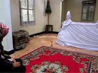 Wisata Religi di Makam Angling Dharma dan Batik Madrim