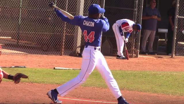 El natural de Mayabeque y conocido por su poder al bate, esta vez dio un giro en su carrera y se preparó como lanzador. Chacón ha topado las 94 millas y se encuentra estable entre 91-93