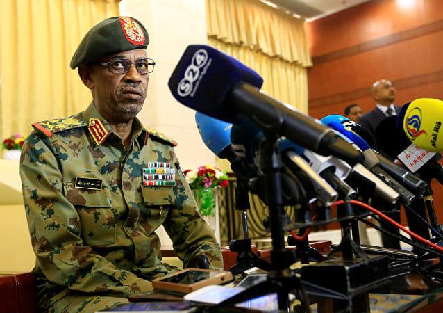 اقتلاع النظام والتحفظ على رأس.. الجيش يعلن عزل رئيس السودان
