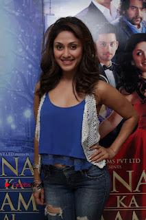Bollywood Actress Manjari Phadnis Stills in Ripped Jeans at Film Jeena Isi Ka Naam Hai Interview  0009.jpg