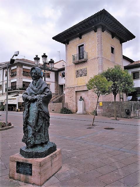 Estatua Homenaje a la Campesina en Cangas de Onís