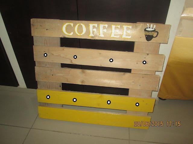 111 - מתלה לספלי קפה