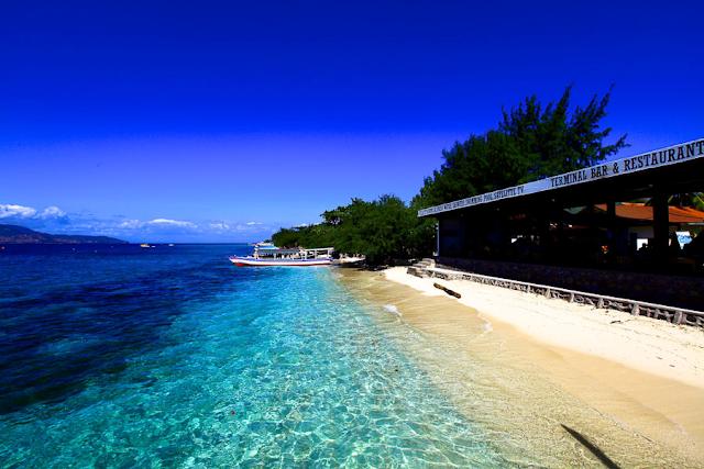 Gili%2BTrawangan%2Bdi%2BLombok Inilah 10 Pantai Paling Indah Di Indonesia Yang Wajib Kamu Kunjungi