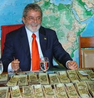 http://folhapolitica.jusbrasil.com.br/noticias/112550641/lula-recebe-parte-de-r-3-milhoes-por-ano-dos-cofres-publicos-r-300-mil-por-palestra-r-9-mil-mensais-em-aposentadorias-e-r-13-mil-mensais-do-pt