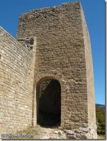 Castillo de Loarre, puerta lateral en la ladera