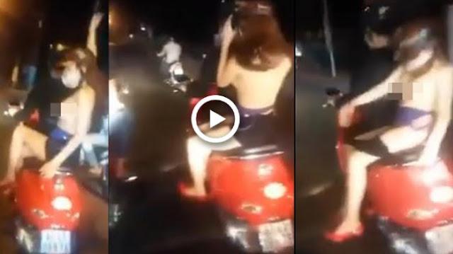 Video , Wanita Ini Dibonceng Sambil Pamerkan Dada, Malah Sempat Mau Buka Roknya