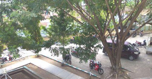 """Hati2 Ki"""", Lagi-Lagi Helm Hilang Di Parkiran, Kantor Bupati"""