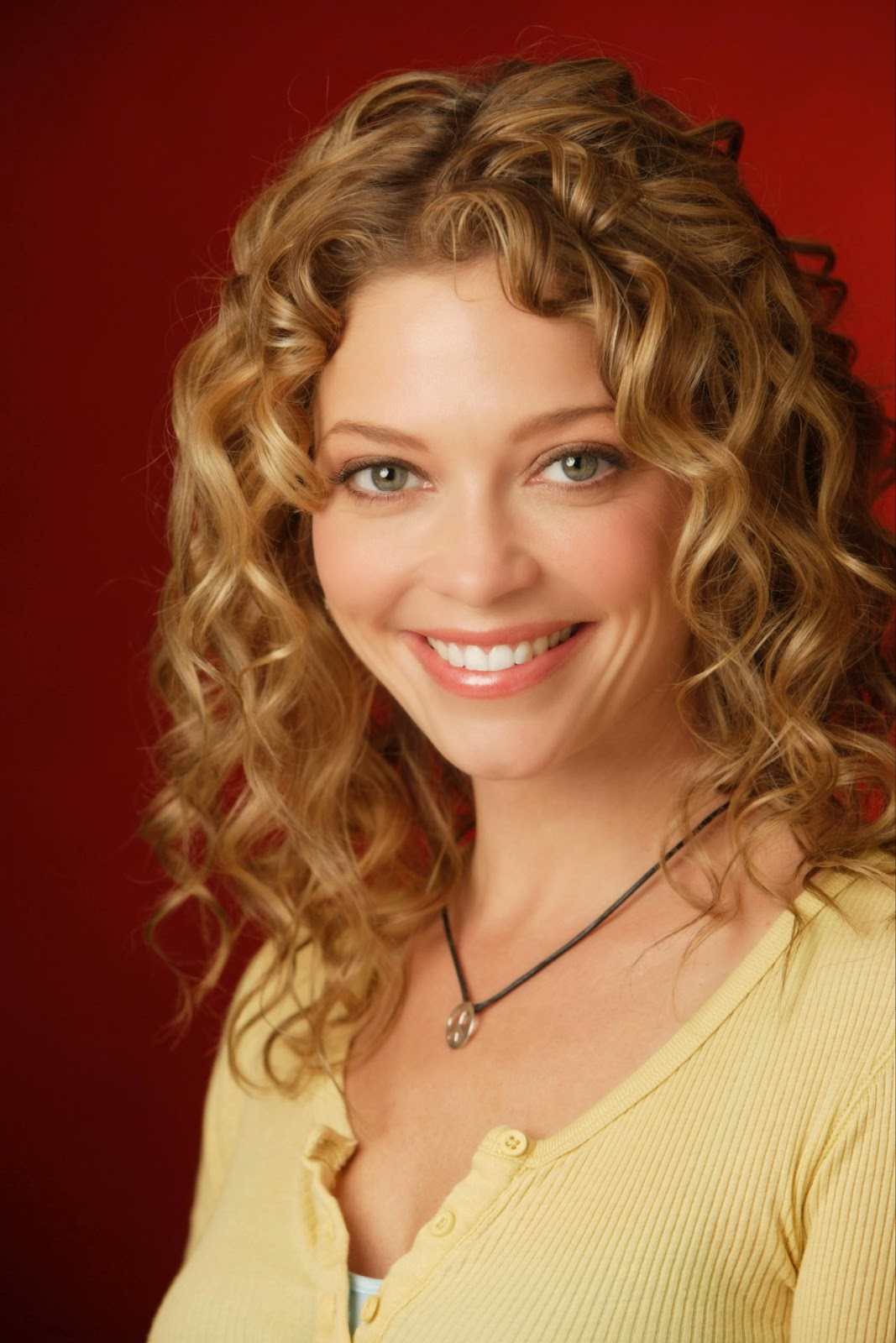 3 Cute Easy Hairstyles For Naturally Curly Hair