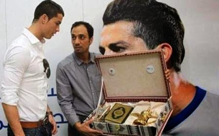Cristiano Ronaldo Kagum Melihat Alqur'an