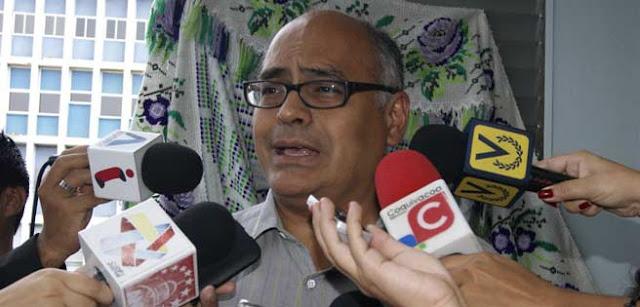 Maduro nombró a Carlos Alvarado como sustituto de Luis López en el ministerio de Salud