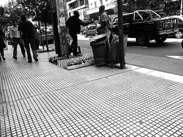 Gente en la vereda