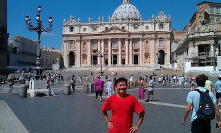 Chụp trước tòa thánh Vatican, Italy