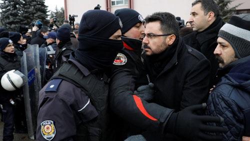 كالتشر-عربية-بالفيديو-الديكتاتور-يقمع-معارضيه-شرطة-أردوغان-تعتقل-رافضي-التعديلات-الدستورية