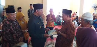 Walikota Jambi Menyerahkan Zakat Pada Mustahiq RamadhanSebanyak 700 KK.