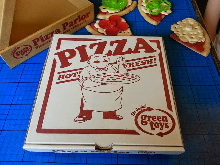 Green Toys 100% recycled toy Pizza Parlour Review  box