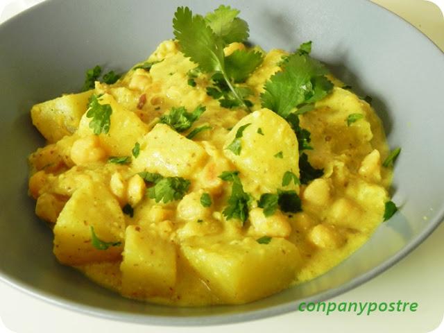 Con pan y postre curry de patatas y garbanzos con salsa - Cuanto tarda en cocer una patata ...