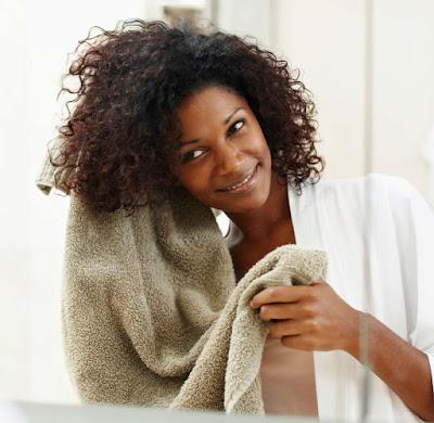 cuidado na secagem cabelo frizz