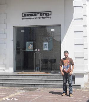 Photo di depan Galeri Semarang Kota Lama