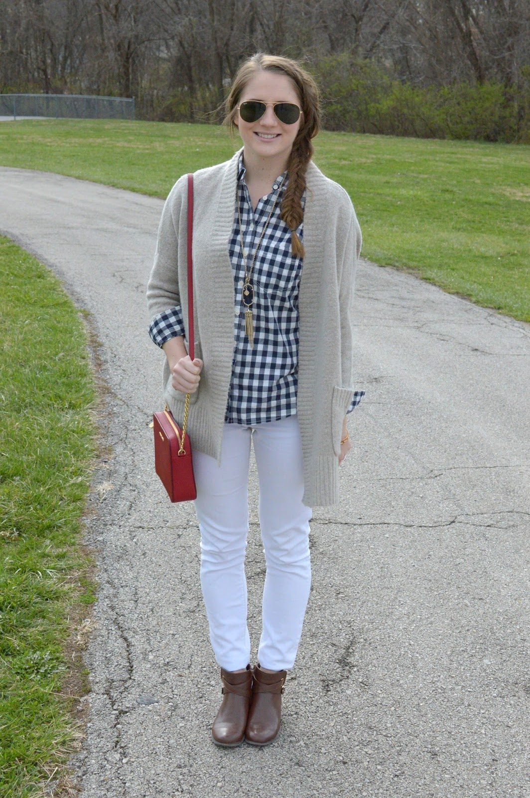 what to wear with white jeans this spring
