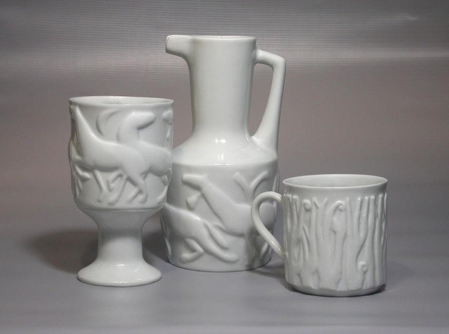 Piezas de porcelana Magdalena con motivos en relieve