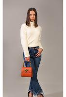 Jeans denim, model cu talie înaltă și franjurată la tiv