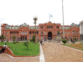 A Plaza de Mayo e a Casa Rosada, em Buenos Aires