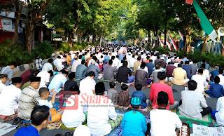 Ribuan Muslimin Bojonegoro, Sholat Iedul Adha di Jalan Teuku Umar