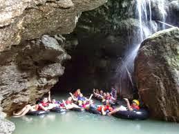 Mungkin anda sudah pernah mencoba berwisata  body rafting di tempat yang lain disekitar wisata  Pangandaran. Namun lokasi ini (body rafting santirah)