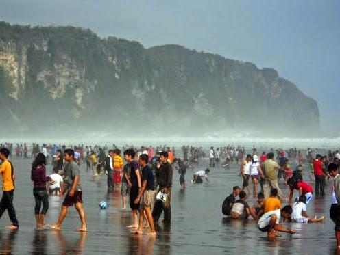 Objek Wisata Pantai Parangtritis Yogyakarta